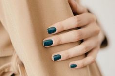Give style to your nails with the help of nail art designs. Used by fashionable celebs, these kinds of nail designs will incorporate immediate elegance to your outfit. Dark Green Nails, Dark Nails, Blue Nails, Dark Teal, Emerald Nails, Dark Green Nail Polish, Matte Nails, Stiletto Nail Art, Acrylic Nails
