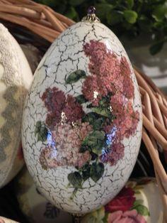 Jajko z motywem bzu. Egg with lilac