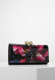 "Ted Baker. ROSIA IMPRESSIONIST BOBBLE MATINEE - Wallet - black. Pattern:floral. Fastening:Press stud. Compartments:Coin compartment. length:7.5 "" (Size One Size). width:0.5 "" (Size One Size). Lining:Polyester. Outer material:leather. height:4.0 "" (Size One Size)"