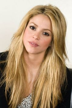Blonde Girl Long Hair Shakira Face Beautiful Inspirational Design 500x750 Pixel #Shakira