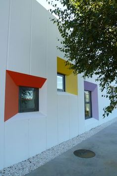Naos Architecture Nursery School In Curtis Kindergarten , Kindergarten Architecture, Kindergarten Design, Education Architecture, School Building Design, School Design, Colour Architecture, Facade Architecture, Facade Design, Exterior Design