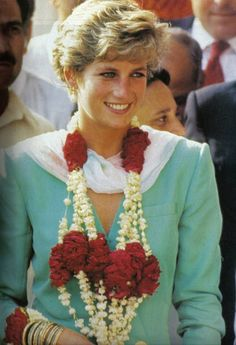 "Diana, Princesses of Wales during her solo visit to ""Badshahi Mosque, Lahore"" Pakistan-September 1991."