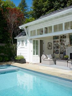 The Shetland Pool House by Tim Barber Ltd. A pool house that proves less can be more. Indoor Outdoor Living, Outdoor Pool, Outdoor Spaces, Small Pool Houses, Moderne Pools, Pool House Designs, Pool Cabana, Hamptons House, Cool Pools