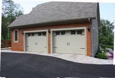 Portes de garage Garex / Modèle New-Hampshire / Couleur: kaki / fenêtres: scellées 4 carreaux peinturés / cadres peinturés / ensemble de pentures et poignées décoratives / www.garex.ca