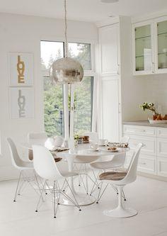 pretty breakfast area in kitchen