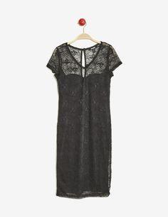 robe droite avec dentelle noire