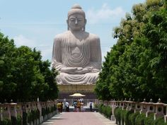 Bodh Gaya o Bodhgaya es una ciudad del distrito de Gaya, del estado de Bihar, en el noreste de la India. Es un lugar santo del budismo donde alcanzó la iluminación el príncipe Siddharta, quien habría de convertirse en Buda.