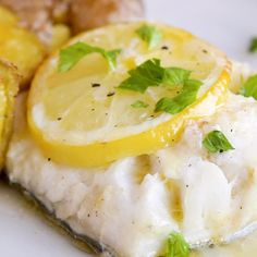 fish recipes Impress your family for dinner tonight with this incredibly easy Garlic Butter Lemon Baked Cod! With the zesty lemon and the rich garlic butter sauce, this will get the thumbs-up from even the pickiest eaters. Best Fish Recipes, Salmon Recipes, Healthy Recipes, Recipes With Cod Fish, Steamed Fish Recipes Healthy, Recipe For Cod Fish, Cod Filet Recipes, Easy Cod Recipes, Dory Fish Recipe