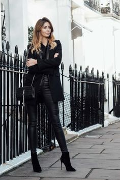 At the beginning of this week myself and Claire were invited for a girly day out with Karen Millen at Bicester Village. I picked up 3 key pieces, see how I styled them...