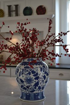 Home Decoration Homemade 53 Trendy Kitchen Blue Red White Dishes.Home Decoration Homemade 53 Trendy Kitchen Blue Red White Dishes Blue Christmas Decor, Gold Christmas Decorations, Christmas Tablescapes, White Christmas, Christmas Home, Holiday Decor, Keramik Vase, Blue And White China, Blue China
