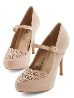 Vintage Bridesmaids Shoes darling blush heels http://rstyle.me/n/uc4z2pdpe