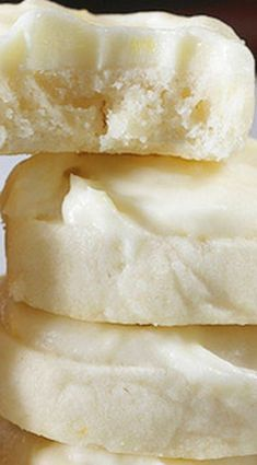 PER PINNER-Lemon Tea Cookies. My mom makes these at Christmas time and they are super addicting. Light but sweet and tangy. Lemon Desserts, Lemon Recipes, Just Desserts, Sweet Recipes, Baking Recipes, Cookie Recipes, Delicious Desserts, Dessert Recipes, Yummy Food