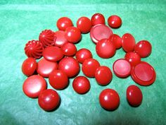 """(30)  7/16"""" - 3/4"""" RED PLASTIC SHANK CRAFT BUTTONS - VINTAGE Lot#GB490"""
