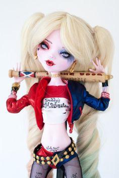 """VENDU pour Valerie - inspiration Harley Quinn - 17"""" Draculaura Monster haute Repaint"""