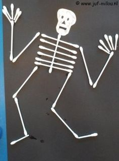 Skeleton craft with qtips Halloween Arts And Crafts, Halloween Crafts For Toddlers, Diy Halloween Decorations, Holidays Halloween, Halloween Party, Skeleton Craft, Crafts With Pictures, Pumpkin Crafts, Preschool Art Projects
