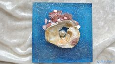 My homage to island Sylt.............I loved to bent down for every shell - a treasure of the Sea - and I discovered the shell before at the west coast of Sylt..........Mother of pearl, a pearl symbolizing the wonderful island Sylt, gold-plated area, blue acrylic color, glass beads on 0,5/1 cm acrylic glass.I love to create on acrylic glass - it is so beautiful when the sun shines through the glass and lets the glass and the colors shine…