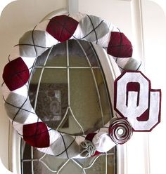 Why have I not been doing argyle wreaths sooner?  Another cute team wreath.