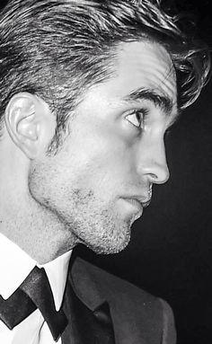 Great photo of Robert Pattinson King Robert, Robert Douglas, Most Beautiful Man, Gorgeous Men, Pretty People, Beautiful People, Robert Pattinson Twilight, Twilight Cast, Most Handsome Men