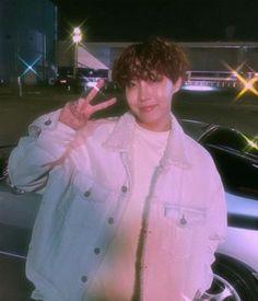 Jung Hoseok with heartthrob filter Jung Hoseok, J Hope Selca, Bts J Hope, Foto Bts, K Pop, J Hope Tumblr, Jimin, J Hope Dance, Frases Bts