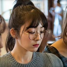 Seulgi, K Pop Star, Red Velvet Irene, Kpop Aesthetic, Korean Outfits, Korean Actresses, Coral Pink, Good Music, Korean Girl