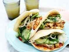 Kycklingkebab med pitabröd | Recept från Köket.se Lunch Recipes, Summer Recipes, Great Recipes, Healthy Recipes, I Love Food, Good Food, Yummy Food, Tasty, Tummy Yummy