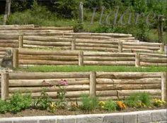 Támfal farönkökböl Bamboo Fence, Horses, Wood, Garden, Fence Garden, Gardens, Garten, Woodwind Instrument, Timber Wood
