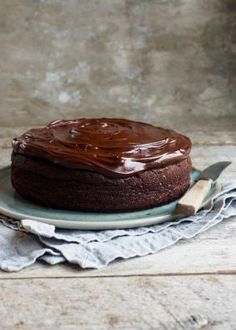 a simple small chocolate cake I Love Chocolate, Chocolate Cake, Recipe Boards, Coffee Cake, Biscuits, Brownies, Cheesecake, Food And Drink, Pudding