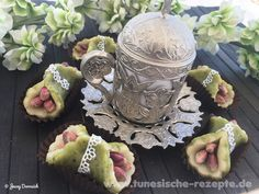 Pistazien-Marzipan Pralinen Dairy, Sweets, Blog, Decor, Almonds, Pistachios, Sweet Pastries, Decoration, Decorating