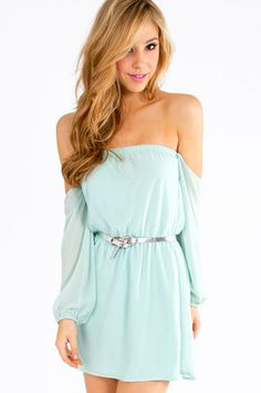 How cute!  Love the mint green and the way the fabric drapes.  Great summer dress!