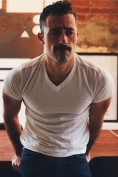 Currently, the middle mustache is the belle of the Adam. In fact, the mustache slowly becomes a symbol of male masculinity. No wonder if the beard growers and mustache products are selling well in … Mustache Styles, Beard No Mustache, Hipster Mustache, Hairy Men, Bearded Men, Ootd Men, Moustaches, Look Man, Hommes Sexy