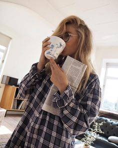 2,908 отметок «Нравится», 26 комментариев — Isabella Thordsen (@isabellath) в Instagram: «Slow mornings ☕️ Because it's weekend and because I love quite mornings with him before we both…»