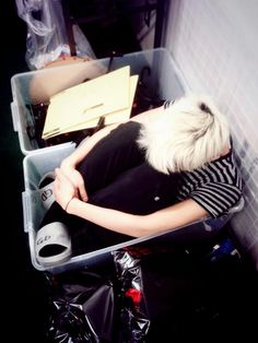 G-Dragon waiting for the concert to start lol | BigBang looks like a free kitten can I take him home