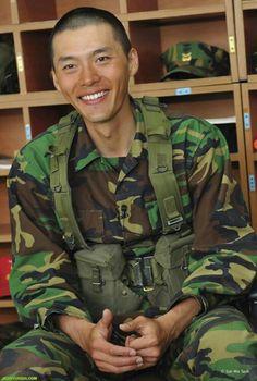 Hallyu actor Hyun Bin, who is currently undertaking his mandatory military service in the Marine Corps, has been released for a well-deserved break. Hyun Bin, Korean Star, Korean Men, Drama Korea, Korean Drama, Asian Actors, Korean Actors, Handsome Male Actors, Hyde Jekyll Me