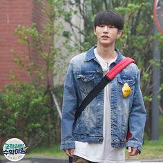 B.I single Pic ! I love them ! Sad next week is last ep idol school trip ! Kim Jinhwan, Chanwoo Ikon, Single Pic, Funny Boy, Kim Dong, Korean Bands, Always Smile, Yg Entertainment, Mix Match