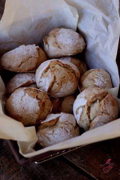 Et si on se réconfortait aujourd'hui avec une délicieuse odeur de petits pains chauds tout juste sortisdu four ?Vous les imaginez, cesjolies petites boules de pain, avec leur jolie croûte …