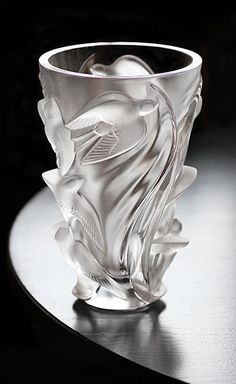 "Precious treasure in glass by Lalique in this ""Martinets"" vase Art Nouveau, Art Deco, Vase Lalique, Lalique Jewelry, Vase Design, Art Of Glass, Cut Glass, Crystal Vase, Glass Ceramic"