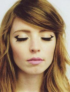 This triangular eyeliner look is just too cool not to try.