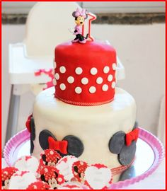 Minnie Mouse Dessert Table + DIY Party Decorations