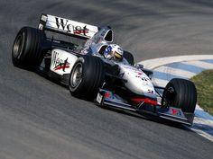 David Coulthard(West McLaren Mercedes), McLaren MP4/13 - Mercedes FO 110G 3.0 V10, 1998    https://www.pinterest.pt/pin/171277592051739493/