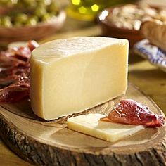 Roncal is a raw sheep's milk cheese from the Roncal Valley in Navarra. LaTienda offers the best of Spain shipped direct to your home - fine foods, wine, ceramics and more. Spanish Cheese, Spanish Tapas, Spanish Food, Cheese Display, Sheep Cheese, Tapas Party, Gourmet Cheese, Milk And Cheese, Artisan Cheese