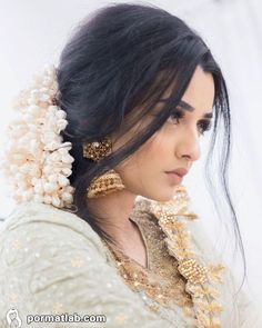 I got a lot of questions about the jasmine flowers in my hair yesterday. They're not real! 🌾 They look like popcorn up close (lol) so I was… Simple Pakistani Dresses, Pakistani Bridal Dresses, Nikkah Dress, Pakistani Clothing, Indian Bridal Photos, Indian Bridal Fashion, Pakistani Bridal Hairstyles, Bride Hairstyles, Bridal Makeup Looks