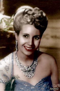 Evita wearing the necklace