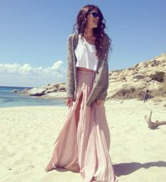 Love this picture and the clothes. Relaxed, beach style.