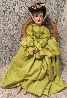 We are offering a lovely elegant 28 Boudoir flapper cloth bed doll, composition…