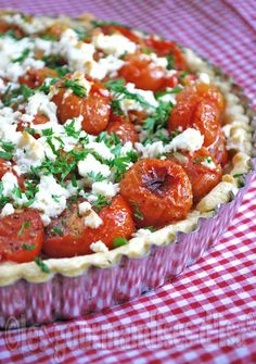Tart of Roasted Cherry Tomatoes and Feta Cherry Tomato Pie, Tart Recipes, Cooking Recipes, Roasted Cherry Tomatoes, Salty Foods, Fun Easy Recipes, No Cook Meals, Food Inspiration, Love Food