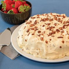 Daimiskake med marengsbunn og kaffekrem Sweet Tooth, Pie, Ice Cream, Goodies, Baking, Desserts, Food, Drinks, Decor