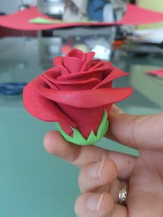 MIS MANUALIDADES CON EVA: TUTORIALES Felt Flowers, Paper Flowers, Tutorial Rosa, Flower Crafts, Projects To Try, Valentines, Simple, Plants, Gifts