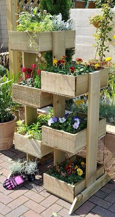 Outdoor Planter Projects :: Tons of ideas Tutorials! :: Including this nice vertical planter from 'gardensite'. would like to try strawberries in the vertical planter .