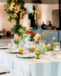 There are wildflowers galore in this Texas garden wedding where late summer blooms took over everything from the mismatched bridesmaid dresses to the creative cake display to the floral-illustrated invitation suite. And that is not even all! We are so delighted to be sharing this colorful summer wedding story on the blog now.