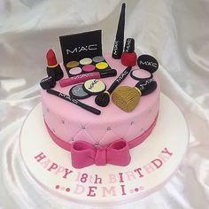#macmakeup #m.a.c #makeup #macmakeupcake #makeupcake #maccake #macmakeup #birthdaycake #18thbirthdaycake #theme #thejestercakery ...